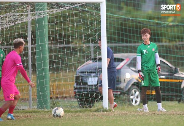 Hội chị em không thể bỏ qua nét điển trai như nam thần của thủ môn trẻ Dương Tùng Lâm - tân binh của CLB Sài Gòn FC - Ảnh 3.