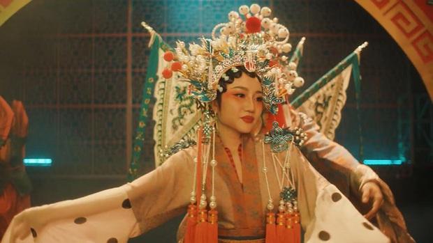 Ngay giữa tâm bão cáo buộc đạo nhái, Denis Đặng xuất hiện trong teaser Chân Ái lạ đến mức không ai nhận ra? - Ảnh 4.
