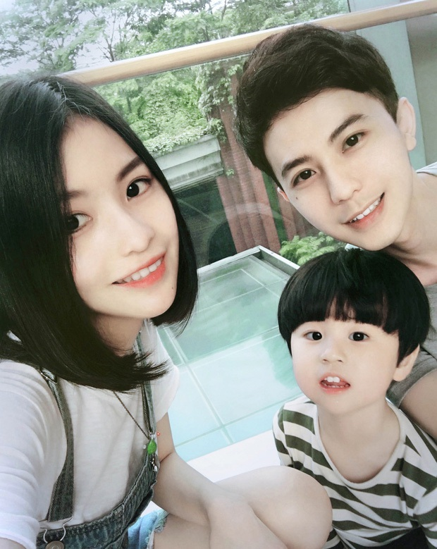 Sau 4 năm, gia đình hot nhất MXH Trung Quốc một lần nữa khiến dân tình cảm thán: Sao ai cũng đẹp quá vậy! - Ảnh 1.