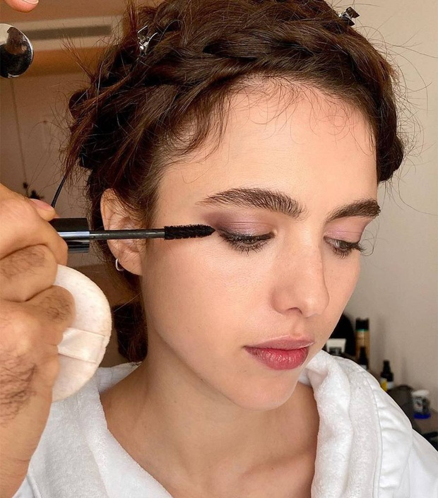 """Chải mascara đủ 365 ngày một năm, cô gái tin vào 6 sản phẩm tẩy trang vùng mắt """"ok lah"""" bên dưới - Ảnh 1."""