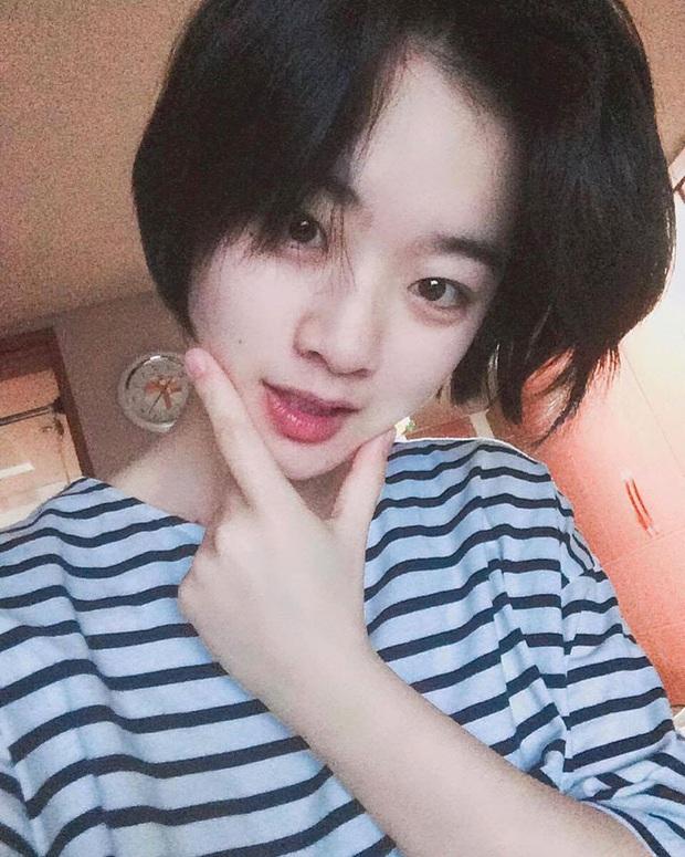Cô nàng chuyển giới siêu hot của Itaewon Class: Nhan sắc lạ, lột xác nhờ tóc dài và màn hôn môi đồng tính gây sốc - Ảnh 15.