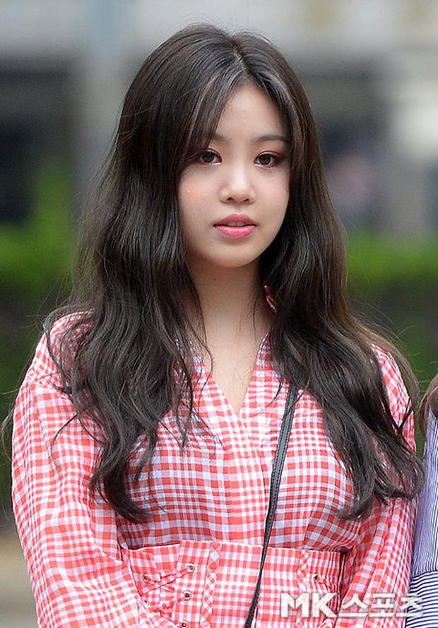 """Màn dậy thì gây sốc của mỹ nhân (G)I-DLE được gọi là """"HyunA phiên bản mới"""": Ảnh tốt nghiệp sao quá khác bây giờ - Ảnh 3."""