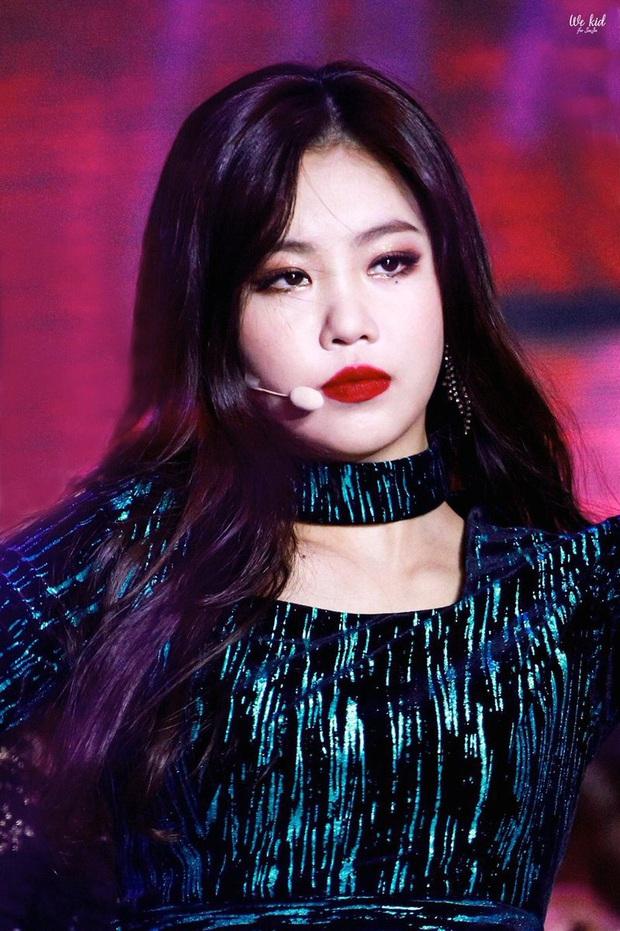 """Màn dậy thì gây sốc của mỹ nhân (G)I-DLE được gọi là """"HyunA phiên bản mới"""": Ảnh tốt nghiệp sao quá khác bây giờ - Ảnh 9."""