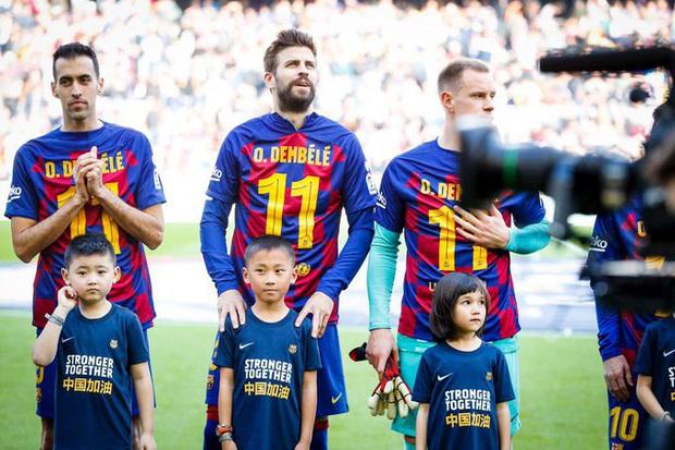 Đàn em đen đủi dính chấn thương toang luôn cả mùa giải, Messi cùng các đồng đội nghĩ ra cách động viên cực kỳ ấm lòng - Ảnh 2.