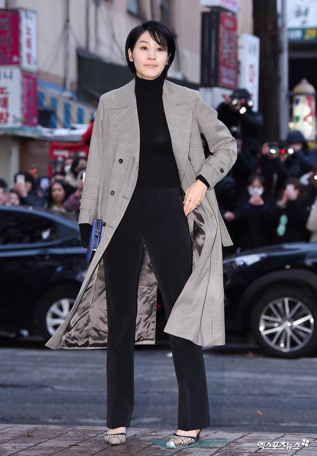 Xôn xao visual dàn sao Hạ cánh nơi anh ở tiệc mừng công: Son Ye Jin - Hyun Bin cân cả đèn flash, cast phụ bị dìm thê thảm - Ảnh 14.