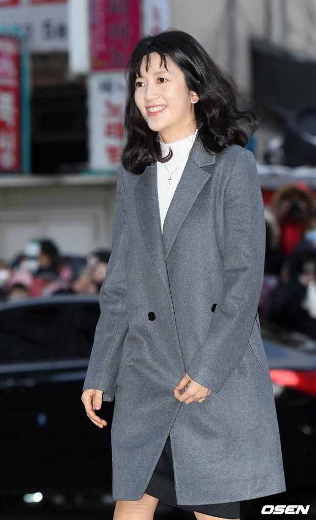Xôn xao visual dàn sao Hạ cánh nơi anh ở tiệc mừng công: Son Ye Jin - Hyun Bin cân cả đèn flash, cast phụ bị dìm thê thảm - Ảnh 16.