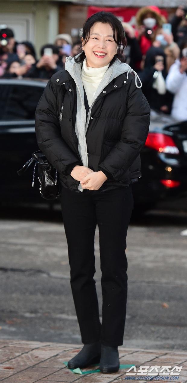 Xôn xao visual dàn sao Hạ cánh nơi anh ở tiệc mừng công: Son Ye Jin - Hyun Bin cân cả đèn flash, cast phụ bị dìm thê thảm - Ảnh 12.