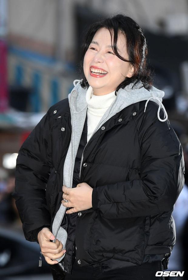 Xôn xao visual dàn sao Hạ cánh nơi anh ở tiệc mừng công: Son Ye Jin - Hyun Bin cân cả đèn flash, cast phụ bị dìm thê thảm - Ảnh 13.