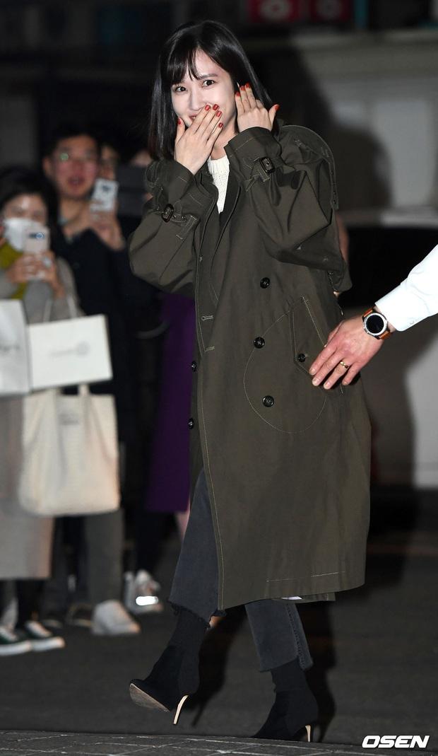 Xôn xao visual dàn sao Hạ cánh nơi anh ở tiệc mừng công: Son Ye Jin - Hyun Bin cân cả đèn flash, cast phụ bị dìm thê thảm - Ảnh 17.