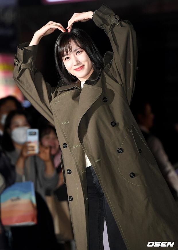 Xôn xao visual dàn sao Hạ cánh nơi anh ở tiệc mừng công: Son Ye Jin - Hyun Bin cân cả đèn flash, cast phụ bị dìm thê thảm - Ảnh 20.