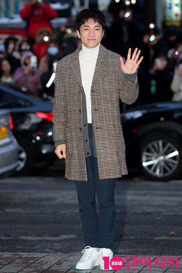 Xôn xao visual dàn sao Hạ cánh nơi anh ở tiệc mừng công: Son Ye Jin - Hyun Bin cân cả đèn flash, cast phụ bị dìm thê thảm - Ảnh 31.