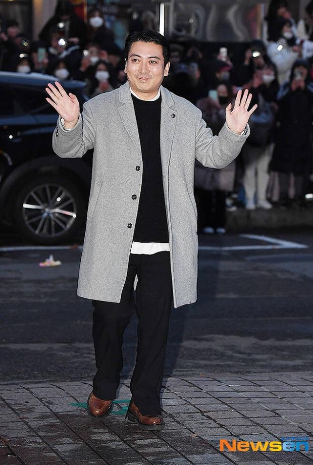 Xôn xao visual dàn sao Hạ cánh nơi anh ở tiệc mừng công: Son Ye Jin - Hyun Bin cân cả đèn flash, cast phụ bị dìm thê thảm - Ảnh 32.