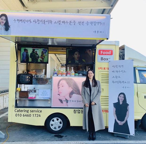 Quá ghen tị với Se Ri (Son Ye Jin) vì suốt thời gian quay Crash Landing On You được tặng đến cả chục xe đồ ăn bởi các nghệ sĩ đình đám Hàn Quốc - Ảnh 10.