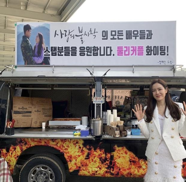 Quá ghen tị với Se Ri (Son Ye Jin) vì suốt thời gian quay Crash Landing On You được tặng đến cả chục xe đồ ăn bởi các nghệ sĩ đình đám Hàn Quốc - Ảnh 17.