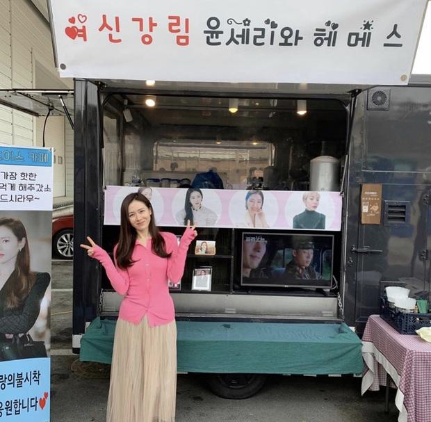 Quá ghen tị với Se Ri (Son Ye Jin) vì suốt thời gian quay Crash Landing On You được tặng đến cả chục xe đồ ăn bởi các nghệ sĩ đình đám Hàn Quốc - Ảnh 16.