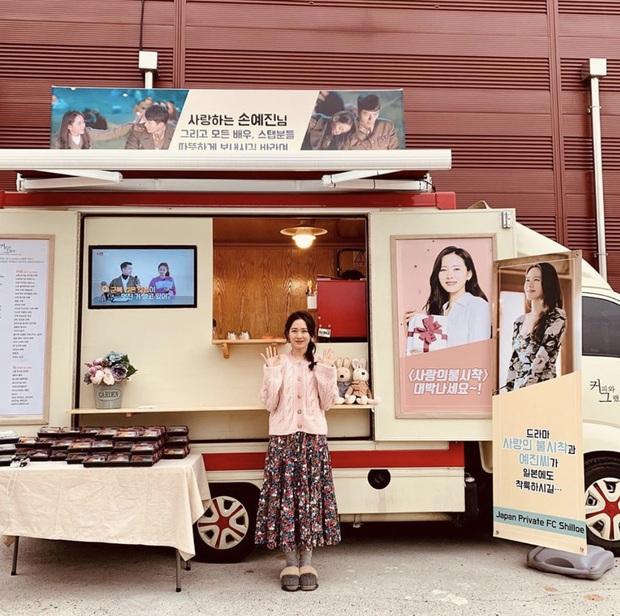 Quá ghen tị với Se Ri (Son Ye Jin) vì suốt thời gian quay Crash Landing On You được tặng đến cả chục xe đồ ăn bởi các nghệ sĩ đình đám Hàn Quốc - Ảnh 8.