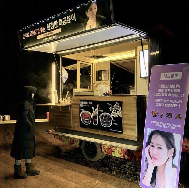 Quá ghen tị với Se Ri (Son Ye Jin) vì suốt thời gian quay Crash Landing On You được tặng đến cả chục xe đồ ăn bởi các nghệ sĩ đình đám Hàn Quốc - Ảnh 6.