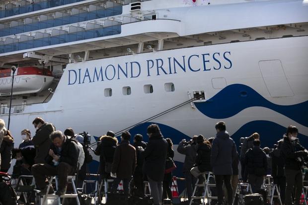 Tình cảnh tiến thoái lưỡng nan của người Mỹ trên du thuyền bị phong tỏa Nhật Bản: Đếm từng giây để trở về nước, nhưng 14 ngày tiếp tục cách ly đang đợi họ ở quê nhà - Ảnh 3.