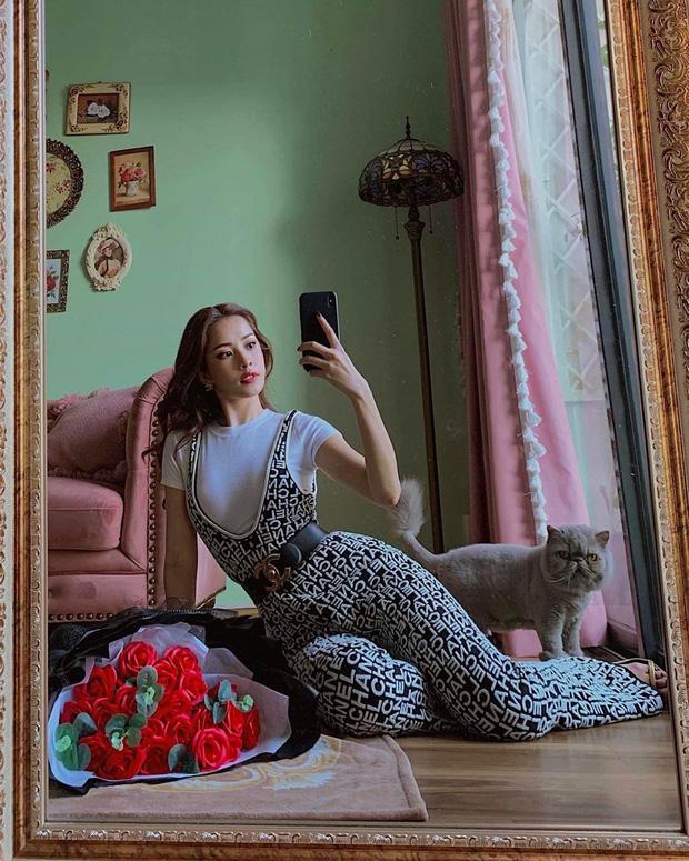 Diện bộ jumpsuit gần 80 triệu, Chi Pu mix đồ cực kỳ cao tay thậm chí còn có thể so bì độ gợi cảm với cả Kylie Jenner - Ảnh 1.
