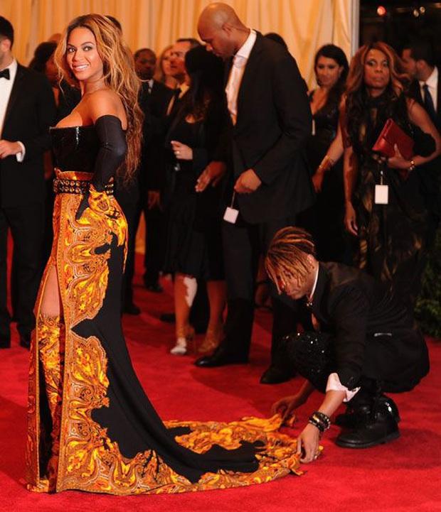 Stylist hé lộ 7 bí mật thời trang thảm đỏ của các ngôi sao khiến ai cũng phải thán phục vì quá kỳ công - Ảnh 2.