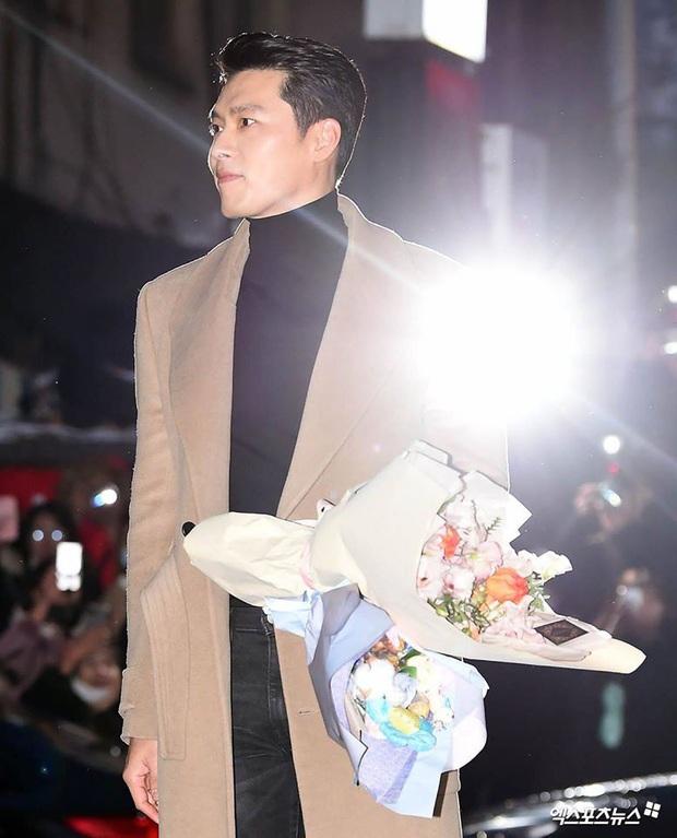 Seo Ye Jin rủ Hyun Bin diện áo đôi, ngầm công khai tình cảm ở tiệc mừng công Crash Landing On You? - Ảnh 1.