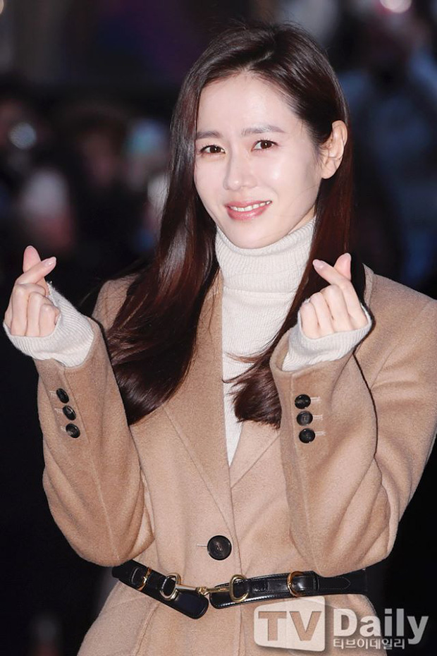 Seo Ye Jin rủ Hyun Bin diện áo đôi, ngầm công khai tình cảm ở tiệc mừng công Crash Landing On You? - Ảnh 3.