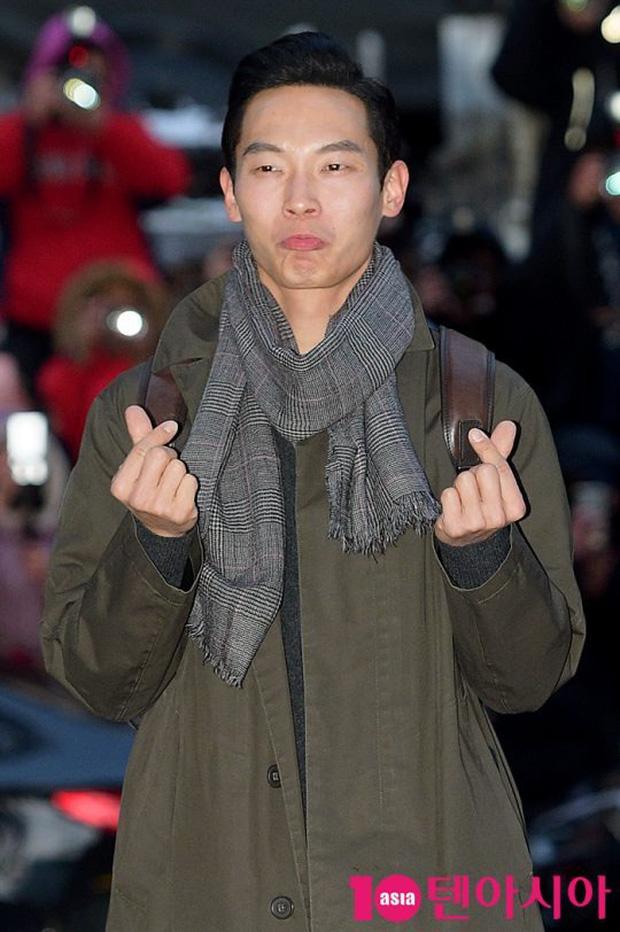 Seo Ye Jin rủ Hyun Bin diện áo đôi, ngầm công khai tình cảm ở tiệc mừng công Crash Landing On You? - Ảnh 7.