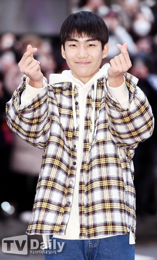Seo Ye Jin rủ Hyun Bin diện áo đôi, ngầm công khai tình cảm ở tiệc mừng công Crash Landing On You? - Ảnh 9.