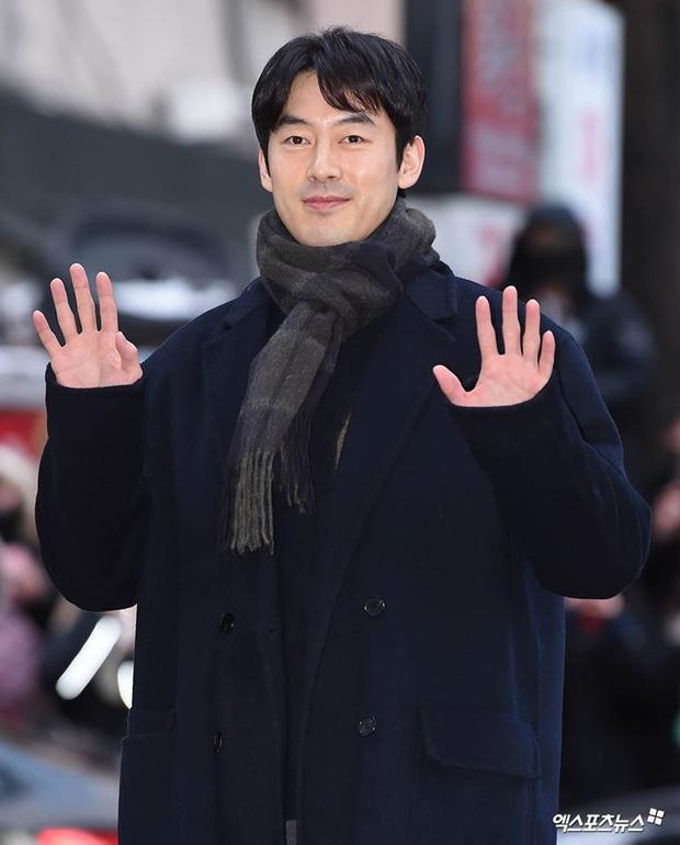 Seo Ye Jin rủ Hyun Bin diện áo đôi, ngầm công khai tình cảm ở tiệc mừng công Crash Landing On You? - Ảnh 13.