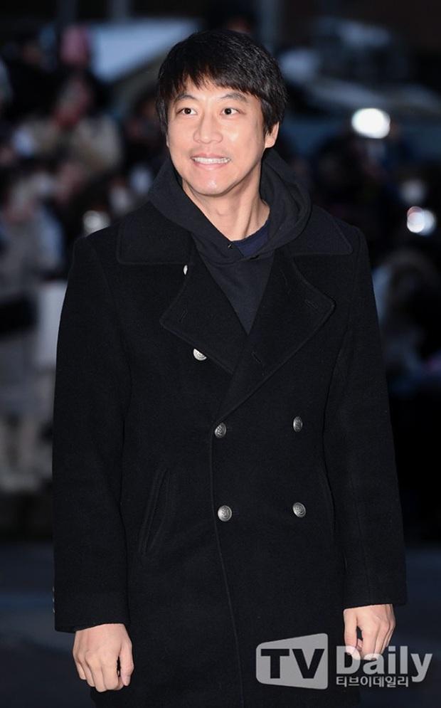 Seo Ye Jin rủ Hyun Bin diện áo đôi, ngầm công khai tình cảm ở tiệc mừng công Crash Landing On You? - Ảnh 11.