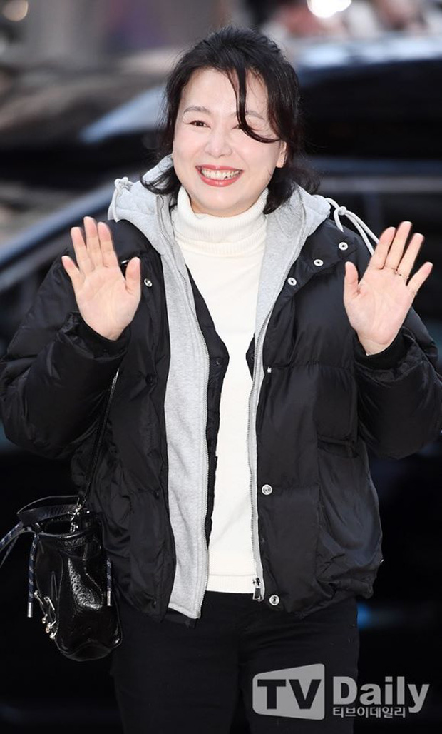 Seo Ye Jin rủ Hyun Bin diện áo đôi, ngầm công khai tình cảm ở tiệc mừng công Crash Landing On You? - Ảnh 14.