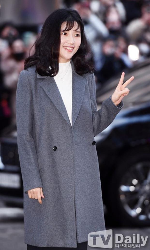 Seo Ye Jin rủ Hyun Bin diện áo đôi, ngầm công khai tình cảm ở tiệc mừng công Crash Landing On You? - Ảnh 15.