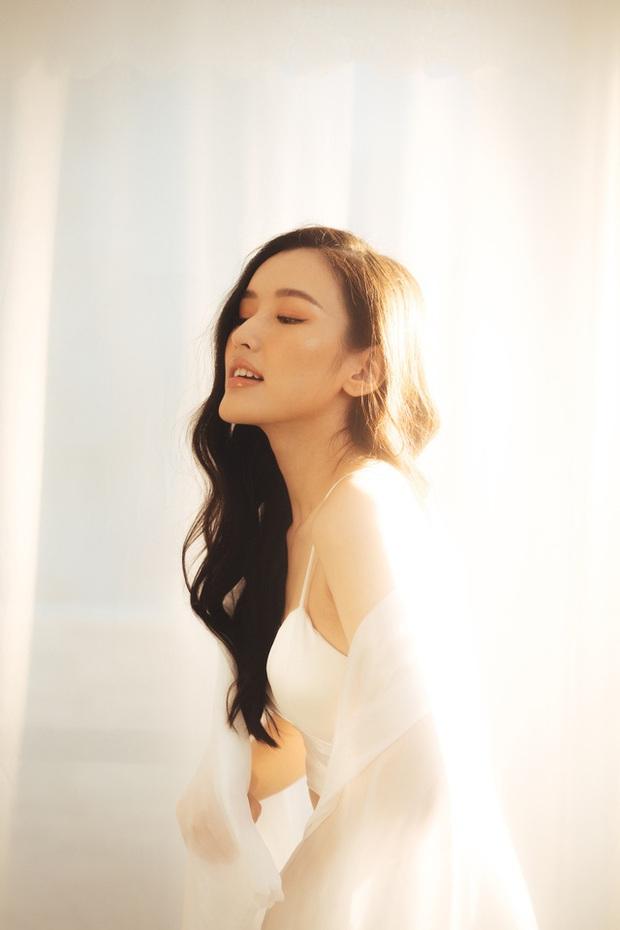 Streamer ChiChi khoe trọn thân hình nóng bỏng mắt trong bộ ảnh Sexy cùng nắng làm fan chao đảo - Ảnh 11.