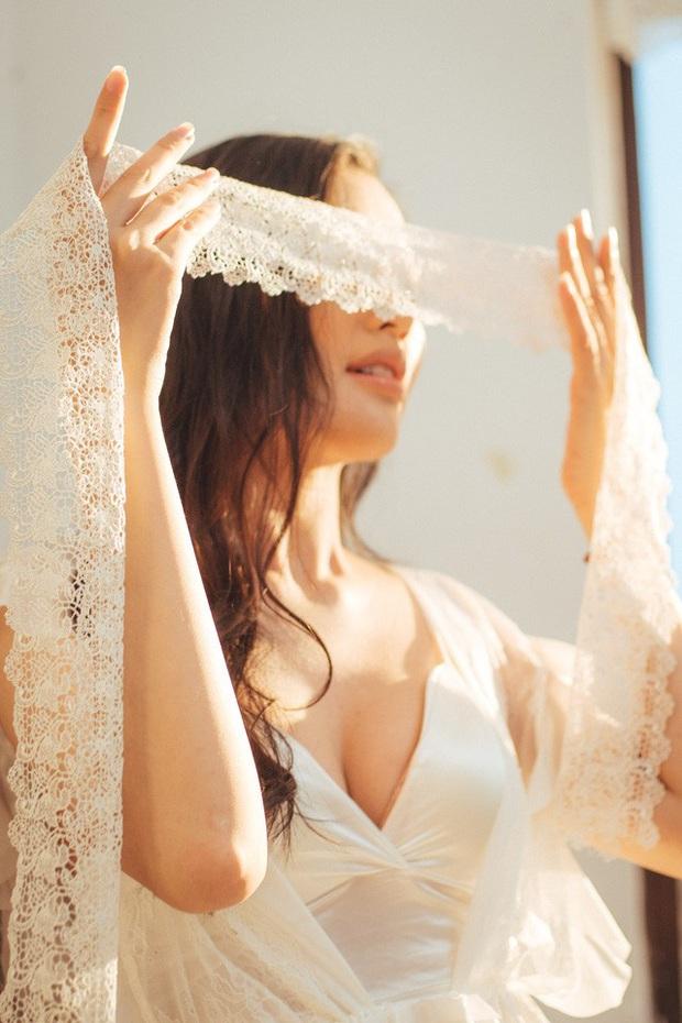 Streamer ChiChi khoe trọn thân hình nóng bỏng mắt trong bộ ảnh Sexy cùng nắng làm fan chao đảo - Ảnh 17.