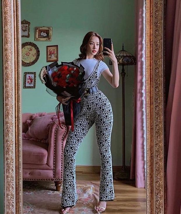 Diện bộ jumpsuit gần 80 triệu, Chi Pu mix đồ cực kỳ cao tay thậm chí còn có thể so bì độ gợi cảm với cả Kylie Jenner - Ảnh 3.