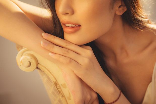 Streamer ChiChi khoe trọn thân hình nóng bỏng mắt trong bộ ảnh Sexy cùng nắng làm fan chao đảo - Ảnh 4.