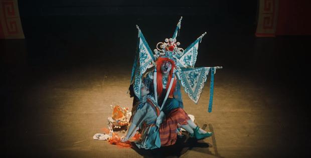Hết dính phốt mượn hình ảnh, MV của Denis Đặng thực hiện cho Orange tiếp tục bị tố đạo nội dung phim kinh dị Hong Kong? - Ảnh 6.