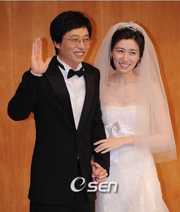 Sao đã kết hôn đứng cạnh đồng nghiệp khác giới: Lee Byung Hun tránh Suzy như tránh tà, Dương Mịch thả thính dàn trai đẹp - Ảnh 11.