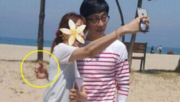 Sao đã kết hôn đứng cạnh đồng nghiệp khác giới: Lee Byung Hun tránh Suzy như tránh tà, Dương Mịch thả thính dàn trai đẹp - Ảnh 13.