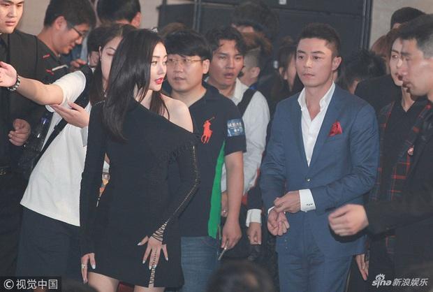 Sao đã kết hôn đứng cạnh đồng nghiệp khác giới: Lee Byung Hun tránh Suzy như tránh tà, Dương Mịch thả thính dàn trai đẹp - Ảnh 18.