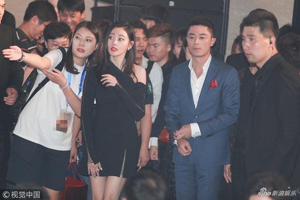 Sao đã kết hôn đứng cạnh đồng nghiệp khác giới: Lee Byung Hun tránh Suzy như tránh tà, Dương Mịch thả thính dàn trai đẹp - Ảnh 19.