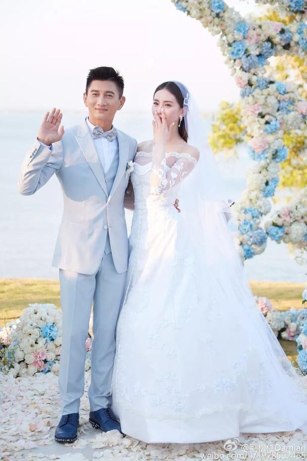 Sao đã kết hôn đứng cạnh đồng nghiệp khác giới: Lee Byung Hun tránh Suzy như tránh tà, Dương Mịch thả thính dàn trai đẹp - Ảnh 20.
