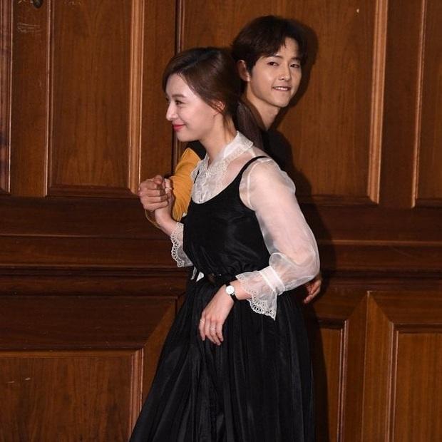 Sao đã kết hôn đứng cạnh đồng nghiệp khác giới: Lee Byung Hun tránh Suzy như tránh tà, Dương Mịch thả thính dàn trai đẹp - Ảnh 25.