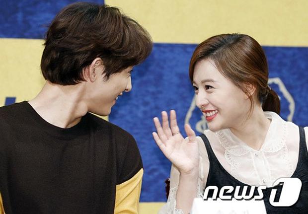 Sao đã kết hôn đứng cạnh đồng nghiệp khác giới: Lee Byung Hun tránh Suzy như tránh tà, Dương Mịch thả thính dàn trai đẹp - Ảnh 27.