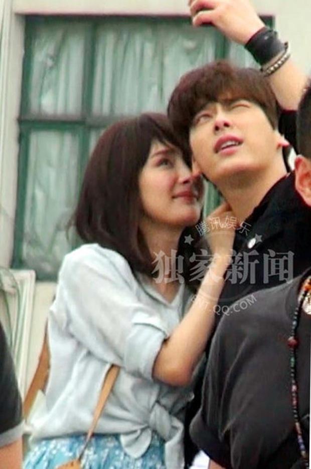 Sao đã kết hôn đứng cạnh đồng nghiệp khác giới: Lee Byung Hun tránh Suzy như tránh tà, Dương Mịch thả thính dàn trai đẹp - Ảnh 31.