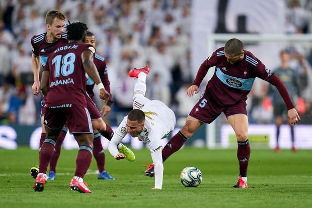 Bản hợp đồng bom tấn thế chỗ Ronaldo trở lại, Real Madrid vẫn mất điểm cay đắng và bị đại kình địch Barcelona áp sát - Ảnh 2.