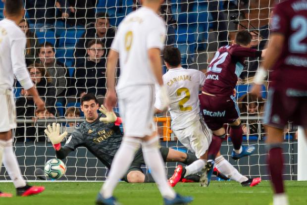 Bản hợp đồng bom tấn thế chỗ Ronaldo trở lại, Real Madrid vẫn mất điểm cay đắng và bị đại kình địch Barcelona áp sát - Ảnh 7.