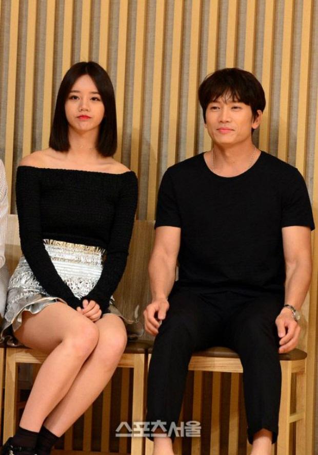 Sao đã kết hôn đứng cạnh đồng nghiệp khác giới: Lee Byung Hun tránh Suzy như tránh tà, Dương Mịch thả thính dàn trai đẹp - Ảnh 8.