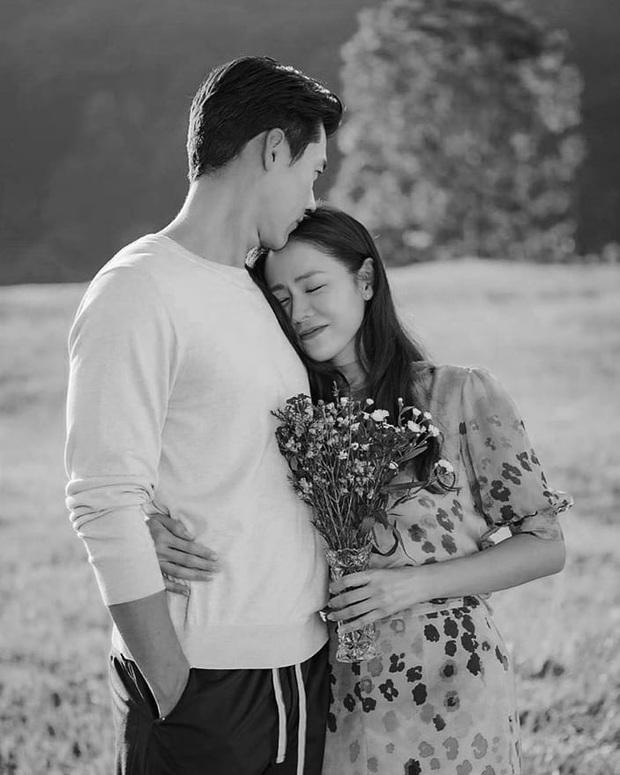 Đài tvN gây bão khi tung bộ hình Hyun Bin - Son Ye Jin tình tứ không khác gì ảnh cưới, phần bụng của chị đẹp gây chú ý lớn - Ảnh 8.