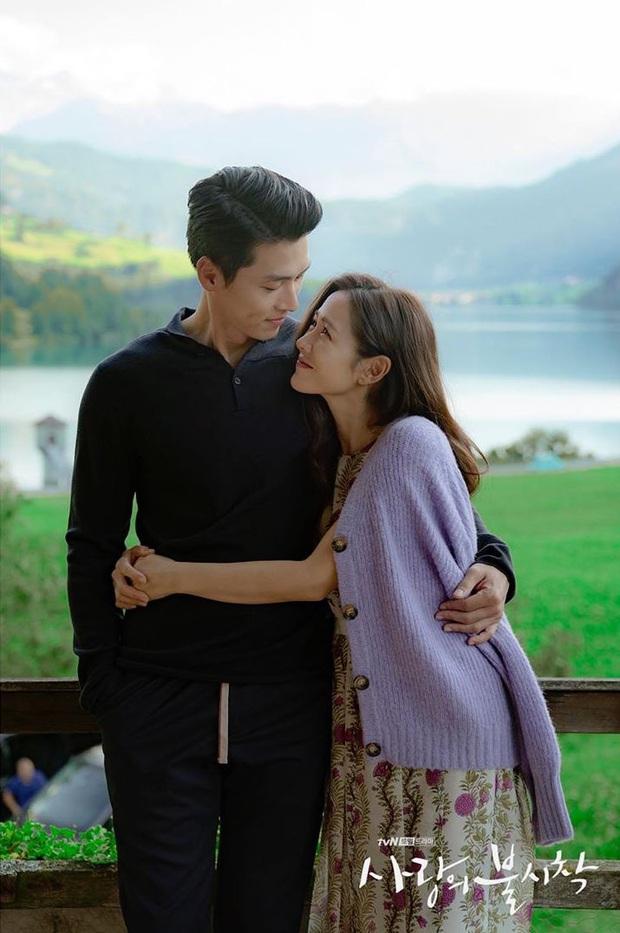 Đài tvN vừa tung bộ hình của Hyun Bin và Son Ye Jin tình như mật ngọt, dân tình rần rần: Ảnh cưới hay gì đây? - Ảnh 6.